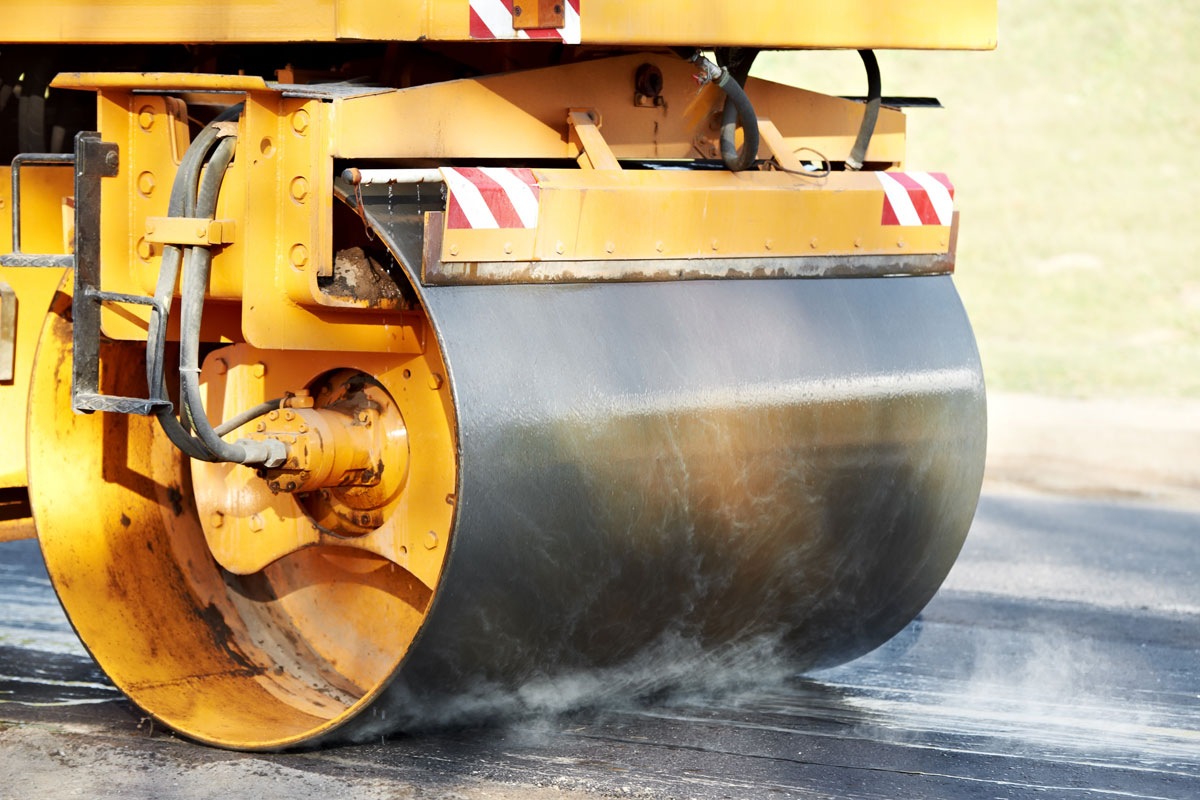 Beer-Energien-EcoRate-nature-asphalt-fluid-concrete-fluid-100-Prozent-biologischer-Oelentferner-Oeltrennmittel-Anwendung-bei-Walze-im-Strassenbau